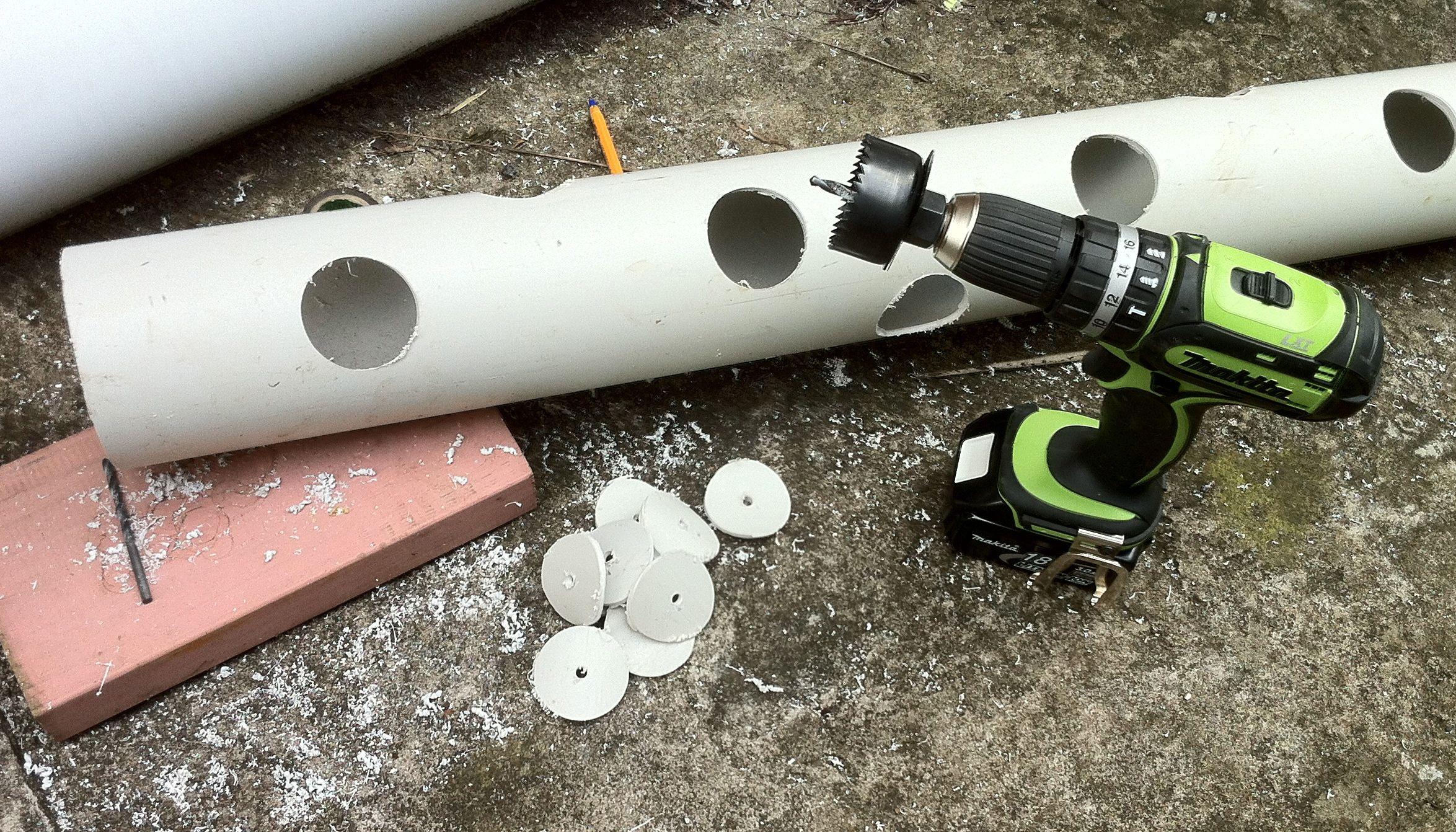 زراعة الفراولة عامودياً drillholes.jpg
