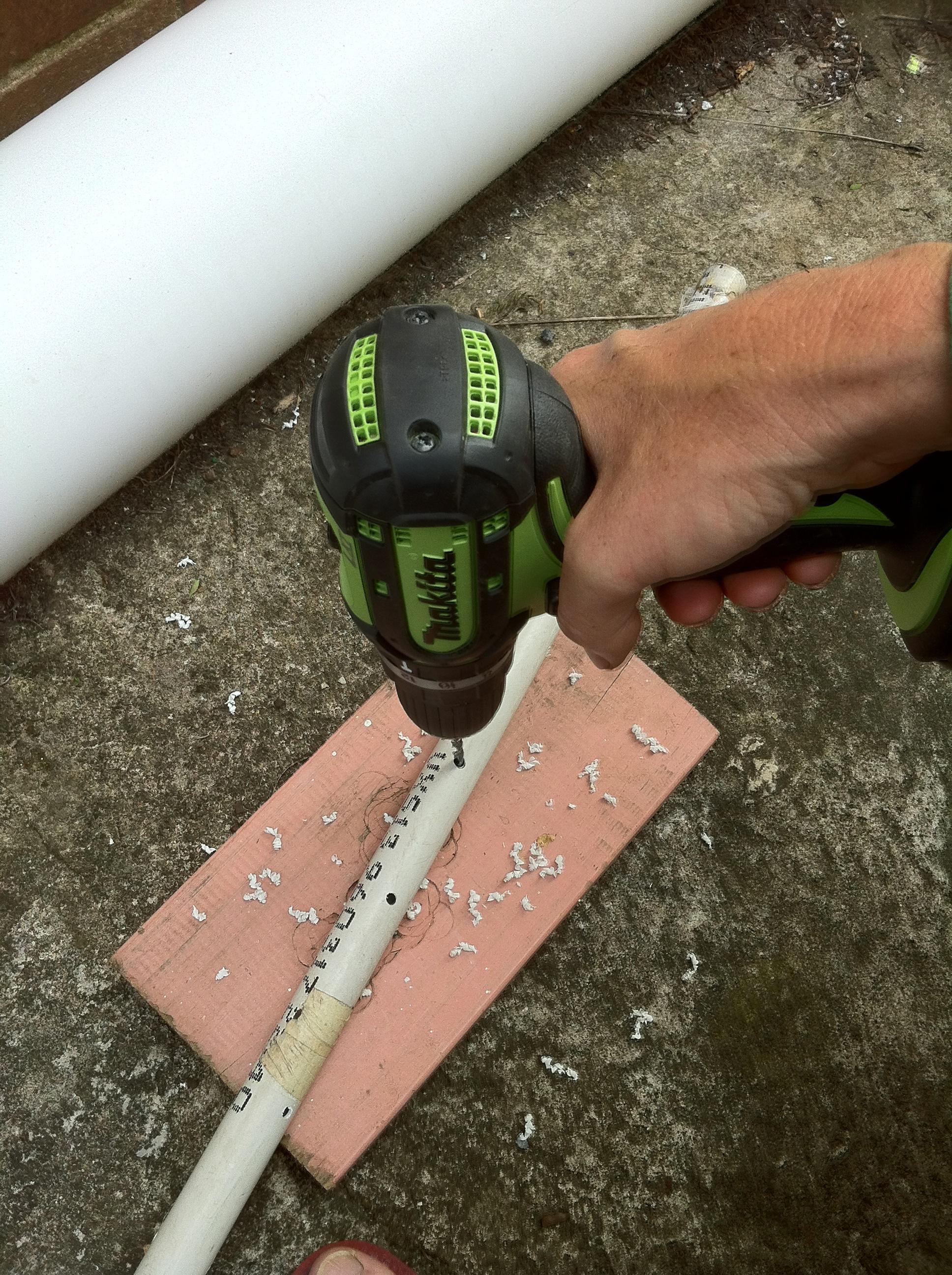 زراعة الفراولة عامودياً drillwatertube.jpg